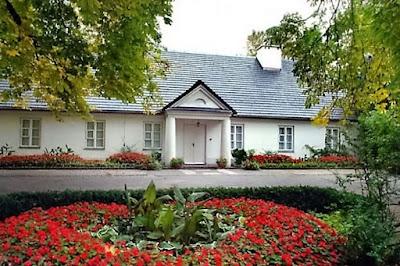 http://miasteria.pl/miejsce/muzeum-chopina-w-zelazowej-woli.html