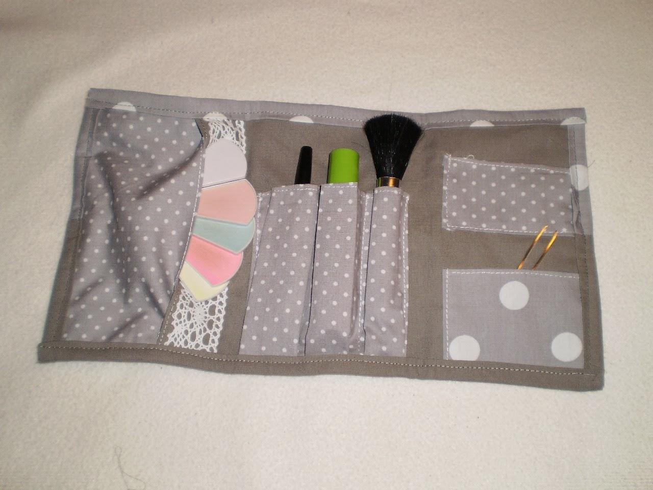 la boutique de fabinou pour emporter le n cessaire pour se maquiller. Black Bedroom Furniture Sets. Home Design Ideas