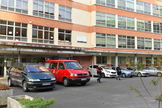 Desalojo de las instalaciones del instituto Trueba