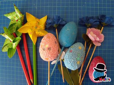 uova di polistirolo, ghirlande e fiori finti per un centrotavola di pasqua di riciclo creativo