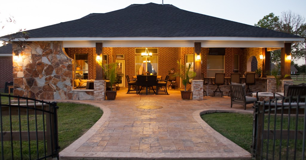 Oversized Country Backyard With Fire Pit Design Backyard
