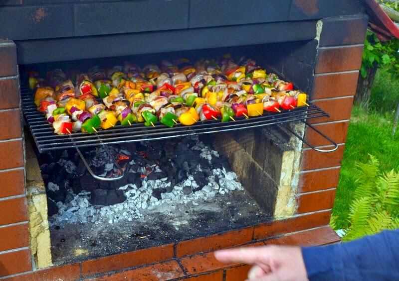 szaszlyki, szaszlyki drobiowe, grill, majowka, weekend, co na grill, salatka do grilla