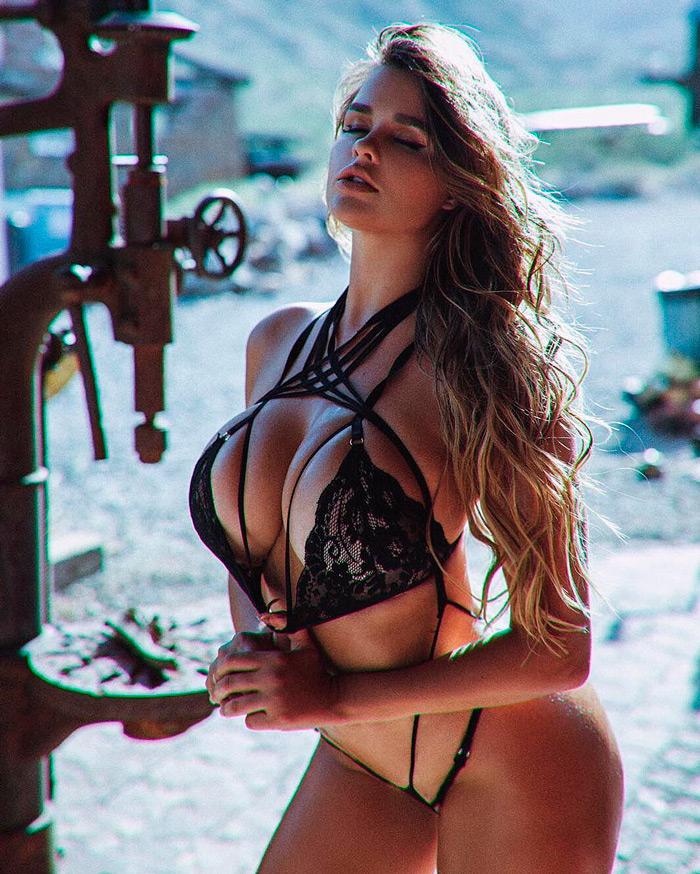 """Anastasia Kvitko """"Dona dos maiores seios do mundo"""" – Foto Reprodução"""