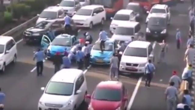 Video Aksi Anarkis Demo Sopir Taksi