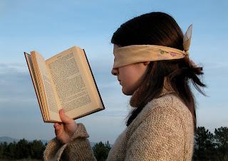 menambah wawasan dengan membaca