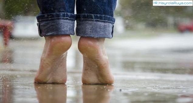 Rüyada Yalın Ayak Koşmak Nedir? Rüyada Yalın Ayakla Koşmak Ne Anlama Gelir? Rüyada Yalın Ayaklı Koşmak Ne Demek? Rüyada Yalın Ayak ile Koşmak Yürümek Neye Yorumlanır? Rüyada Çıplak Ayak Neye İşarettir?