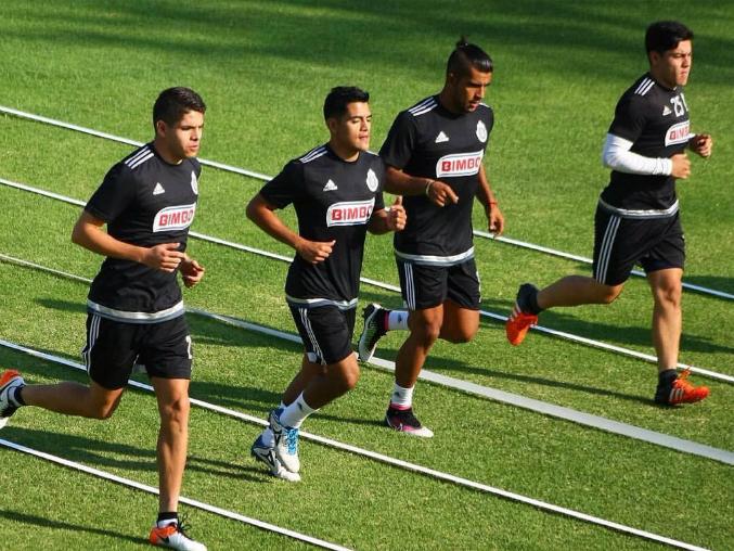 Jesús Sánchez seguirá en la pelea por titularidad en Chivas.