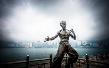 Wallpaper: Bruce Lee statue