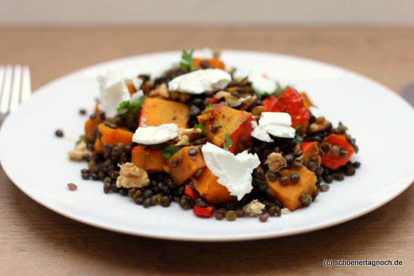 Kürbis-Linsen-Salat mit Ziegenfrischkäse und Walnüssen