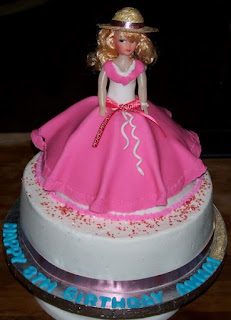 kue ulang tahun bentuk barbie
