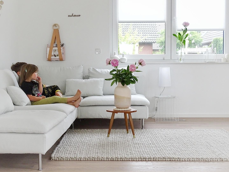 Deko-Ideen Wohnzimmer, Plissees an den Fenstern und Pfingstrosen | Fotoaktion #12von12 - 1 Tag in 12 Bildern | https://mammilade.blogspot.de