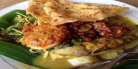 tipat Blayag makanan tradisional khas bali