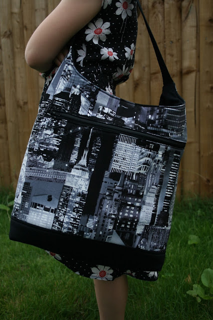 Sewing the Lapin Noir bag, pattern by Sew Sweetness | Sewn by fabricandflowers