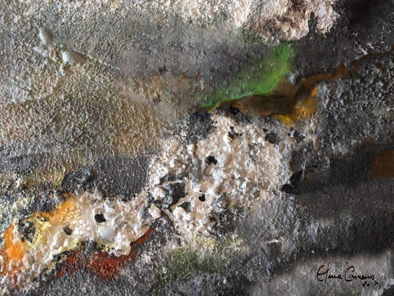 Tela de ElmaCarneiro  com textura rústica, usando poucas cores em pigmentos flídos