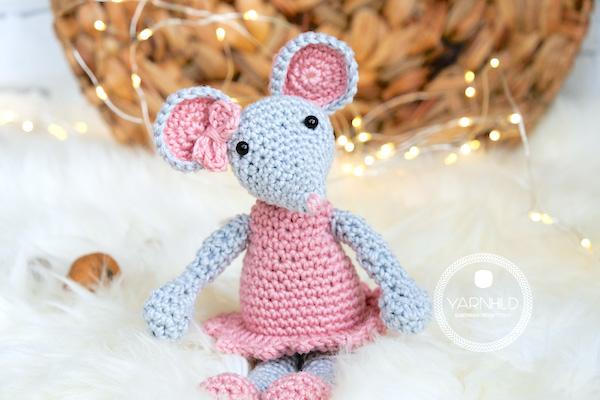 http://www.yarnhild.com/en/crochet-mouse-free-crochet-pattern/