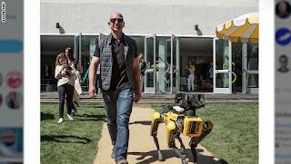 كلب روبوتي .. بالصور شاهد حيوان أليف جديد لرئيس أمازون