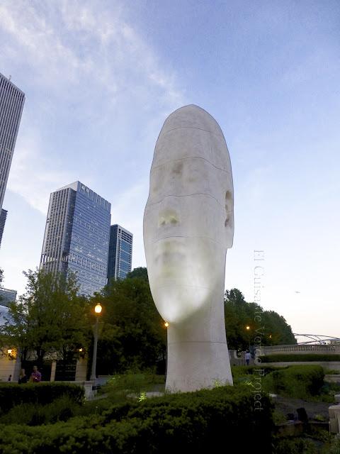 Awilda en Chicago - Plensa por El Guisante Verde Project