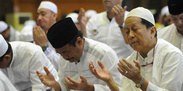Beginilah Akhlak Mulia Pengawal Djarot Walau Dipukuli Oleh Pendukung Anies-sandi Saat Di Haul Soeharto