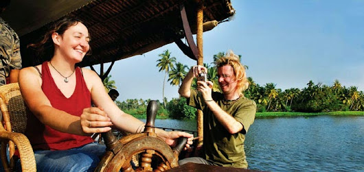 Alleppey and Kumarakom Housboat Packages - Gateway for Loads of Fun with Houseboat Tours