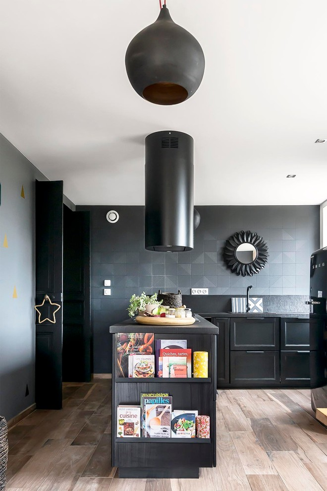 Um duplex confortável no estilo Mid Century Modern Casinha colorida - moderne modulare kuche komfort