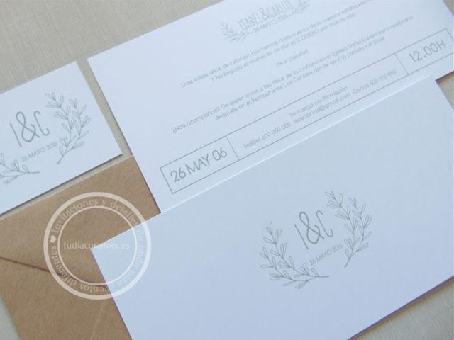 Invitación de boda elegante y sencilla estilo postal con el logo de los novios y la fecha
