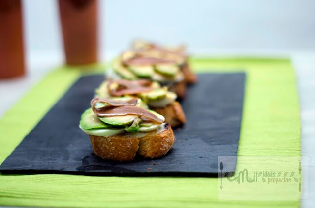 tostas-aguacate-anchoa1