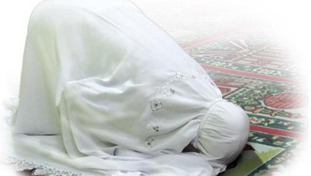 Subhanallah... Bacalah 3 Doa Ini Ketika Sujud Terakhir Dalam Sholat, Manfaatnya Luar Biasa!!