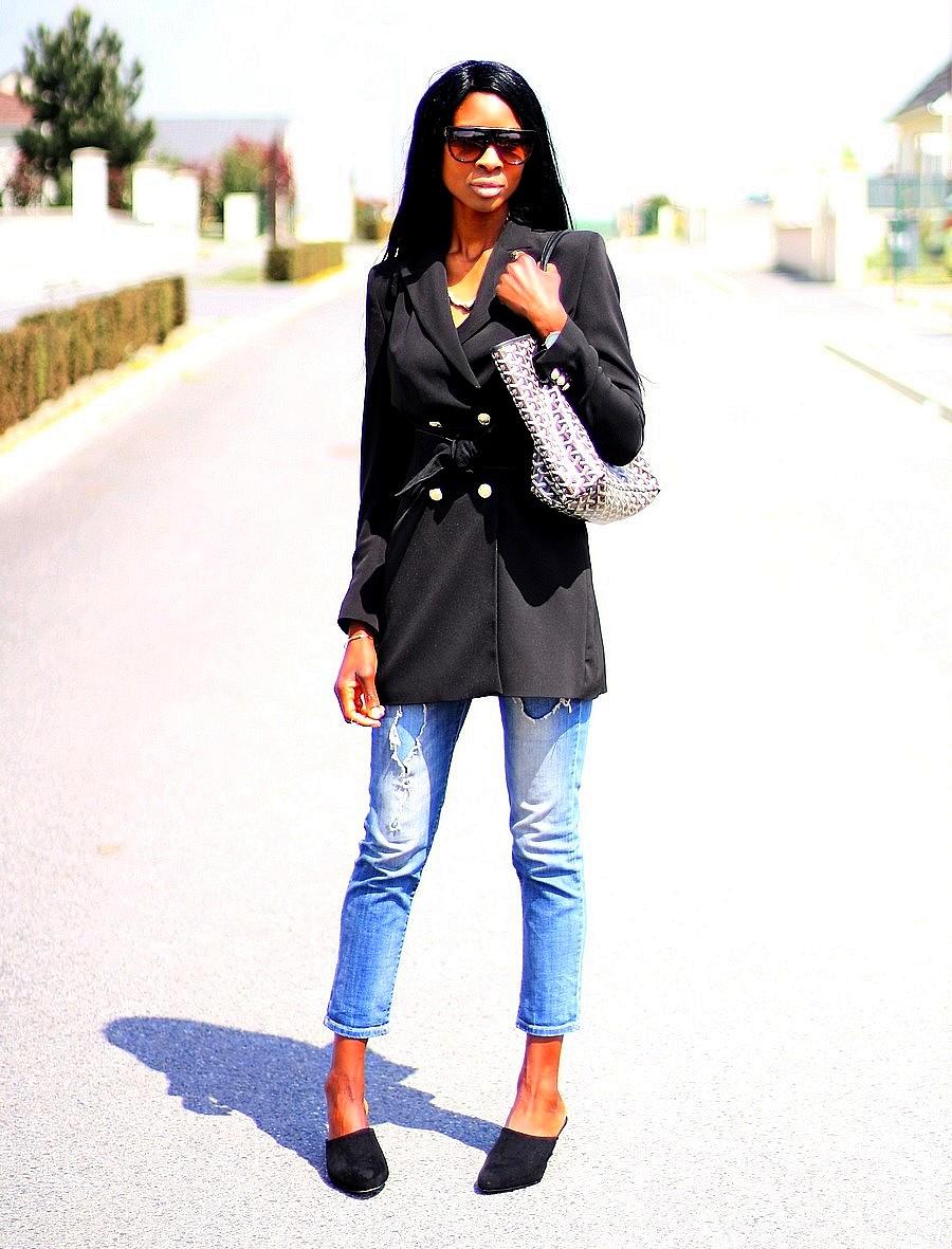 idee-de-look-casual-chic-avec-des-mules-cabas-goyard-blazer-long