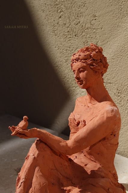 woman, sculpture, art, bird, escultura, arte, terracotta, sarah, myers, red, clay, earthenware, sitting, seated, small, tanagra, classical, contemporary, kunst, skulptur, quick, lady, finch, graceful, head, hand, expression