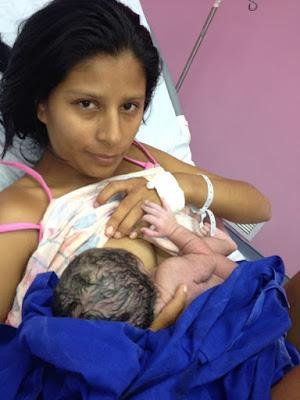 """Alt="""" la necesidad del contacto piel a piel de los bebés"""""""