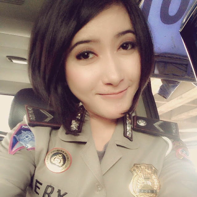 Polwan Cantik Idola Netizen Bripda Lery Romina