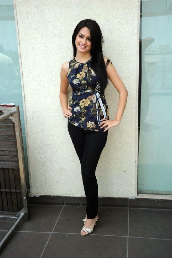 Actress Kriti Kharbanda In Tight Black Pants Celebrity