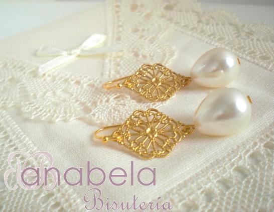 pendientes de filigrana dorada y perlas