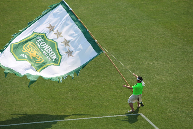 Massive flags being waved/rode before kick off (Photo Credit: Howard Cheng)