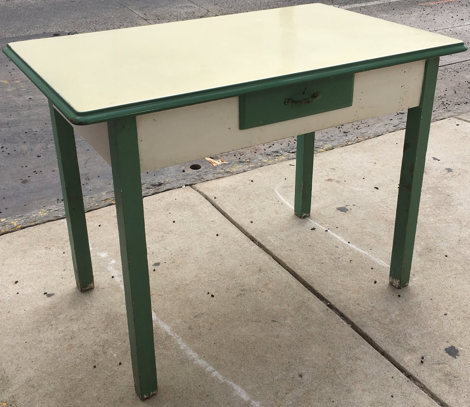 Uhuru Furniture Collectibles Enamel Top 1940s Kitchen Table 95 Sold