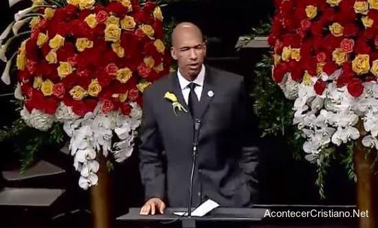 Exjugador de la NBA discurso en velorio