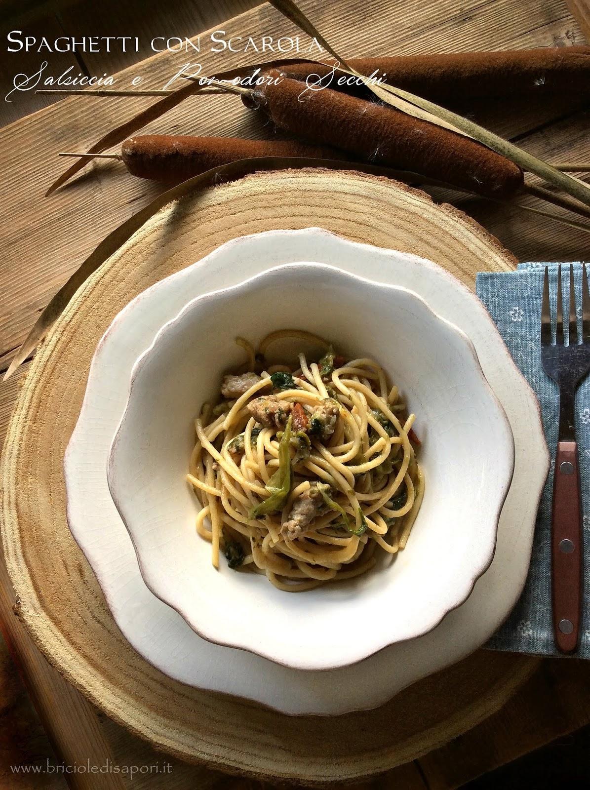 spaghetti con scarola salsiccia e pomodori secchi