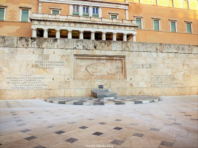 grecki Grób Nieznanego Żołnierza przy Parlamencie Narodowym Ateny Grecja