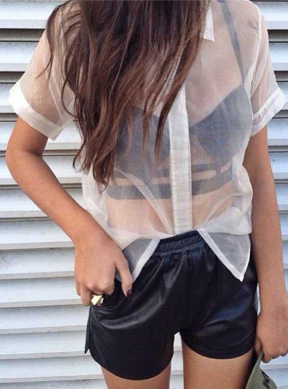 Bralette dengan detail laces di punggung akan sangat cocok dipadukan dengan dress/blouse backless