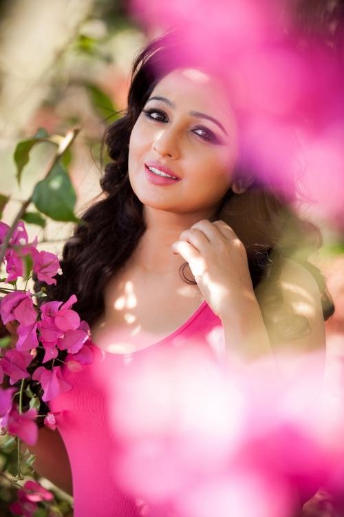 Suave Aavaana latest hot pics