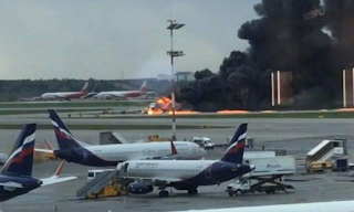 Τραγωδία στη Μόσχα: Τουλάχιστον 13 νεκροί σε αεροσκάφος που τυλίχθηκε στις φλόγες - BINTEO