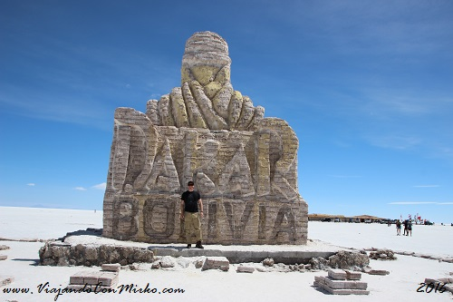 Salar-de-Uyuni-Bolivia-monumento-Dakar