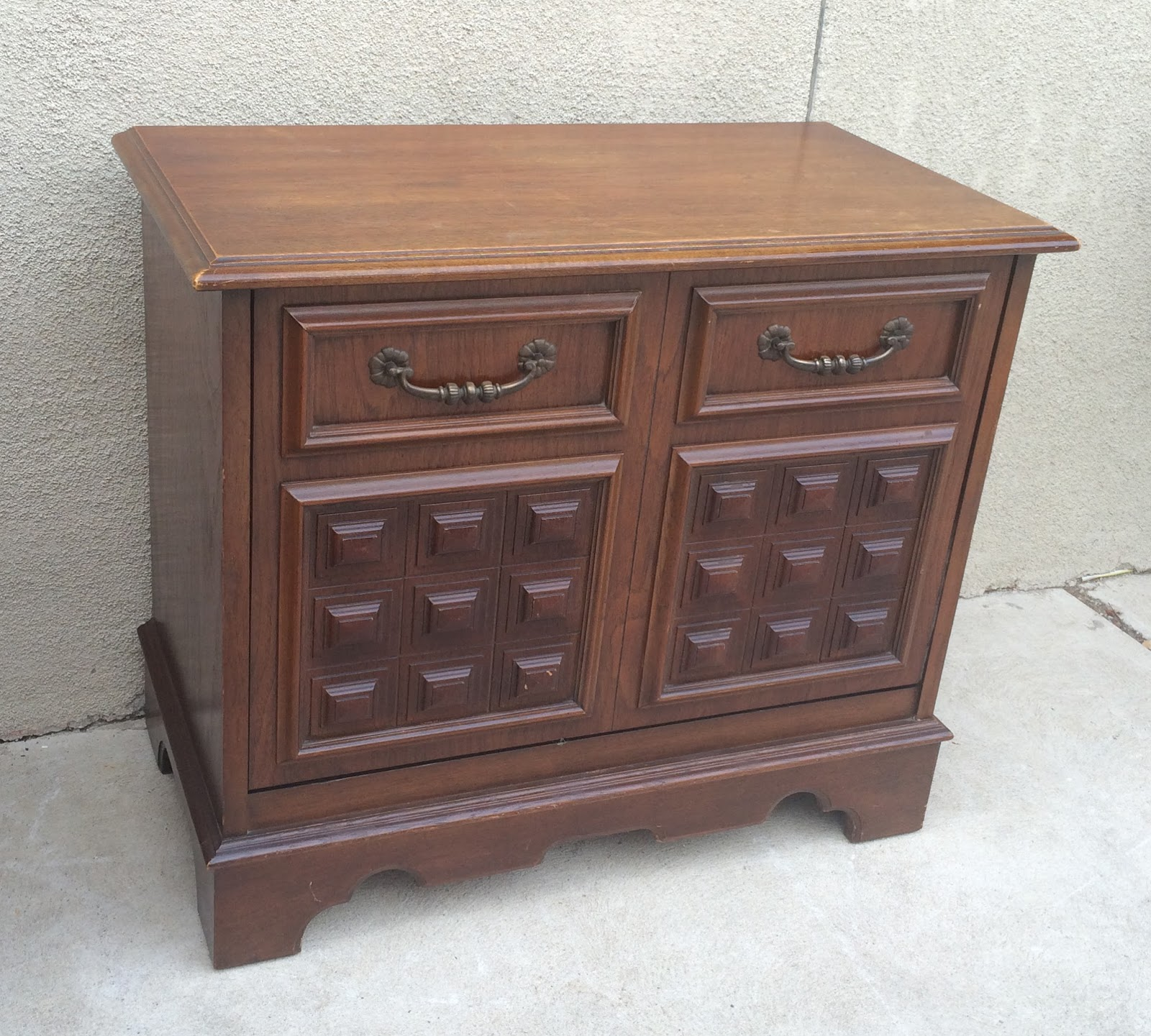 Uhuru Furniture Collectibles Vintage Record Cabinet