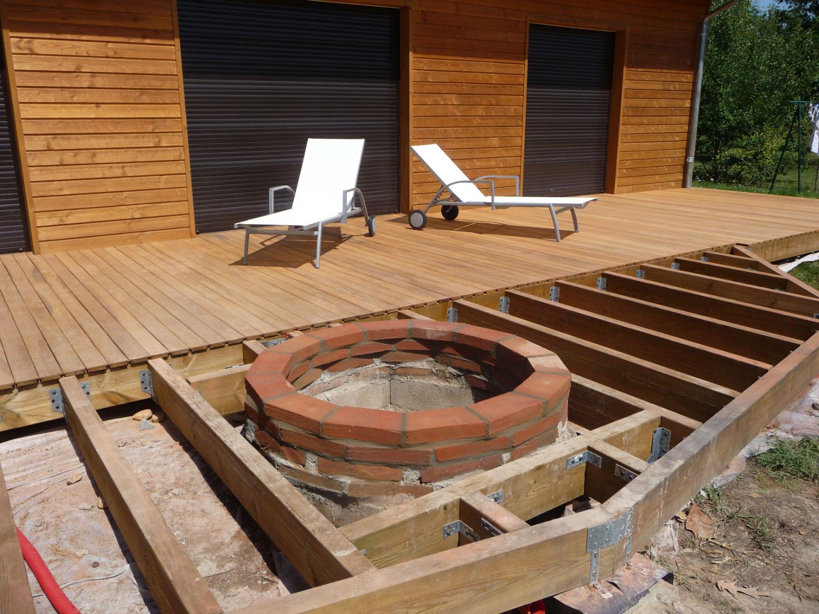 construction d 39 une terrasse en bois construction d 39 une jardini re en briques foraines. Black Bedroom Furniture Sets. Home Design Ideas
