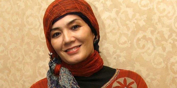 Profil dan Biodata Eva Arnaz