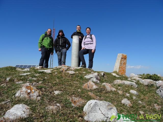 Les Bobies - Gamonal: Cima de la Gamonal en el Aramo