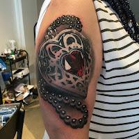 tatuaje corazon diamante