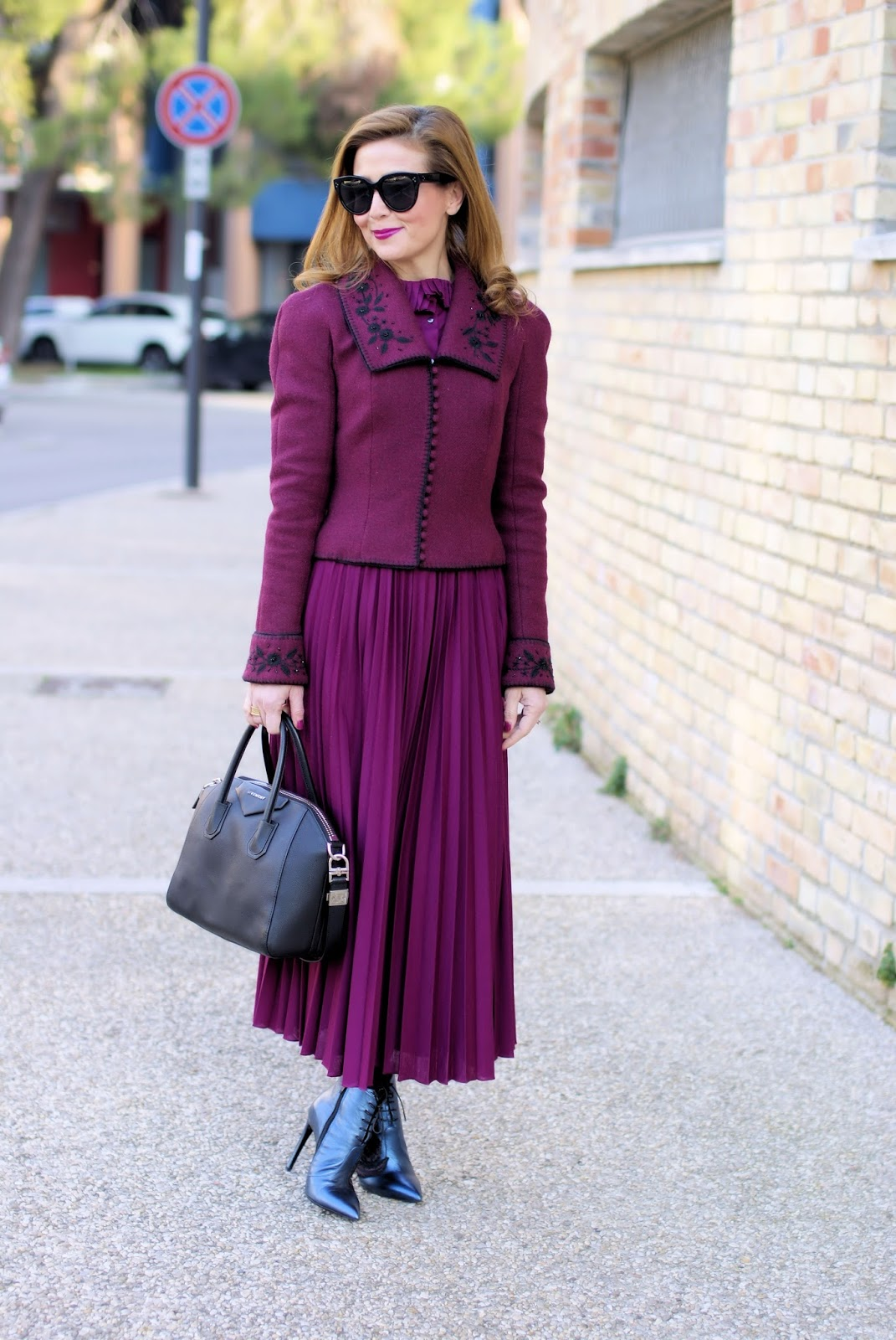 Victorian style John Galliano jacket: vintage inspired outfit with Giancarlo Paoli shoes on Fashion and Cookies fashion blog, fashion blogger style
