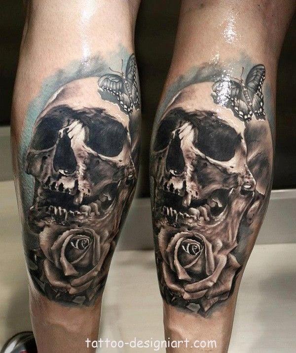 tatuaje de calavera realista en la piel de un modelo profesional