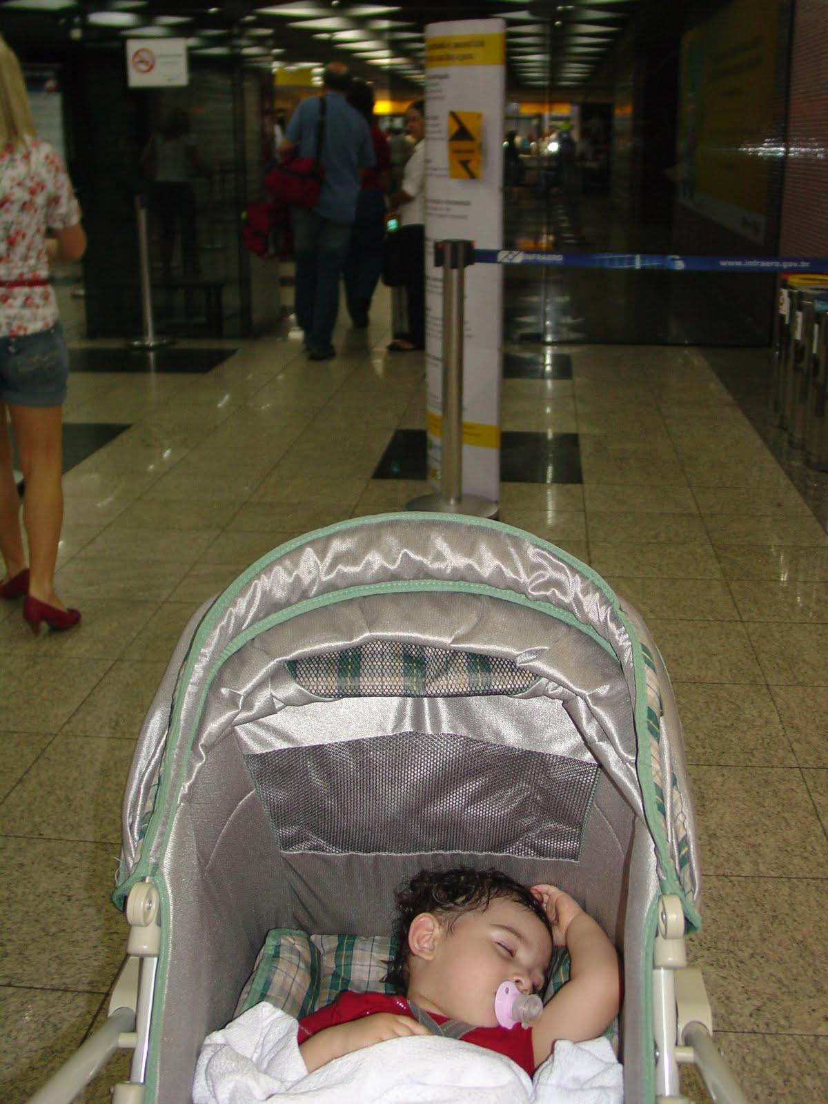 Anteontem Sussuquinha foi ao aeroporto acompanhar vovô e vovó 1d4908ecc9f